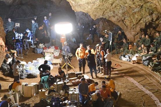 Na Tajskem po devetih dneh našli 12 najstnikov in njihovega trenerja žive!