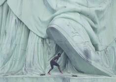 Priseljenka na dan neodvisnosti protestno splezala na Kip svobode