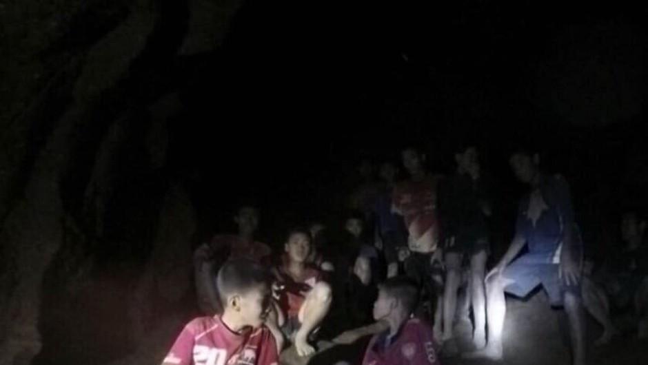Ujeti mladi tajski nogometaši so iz jame poslali pismo (foto: profimedia)