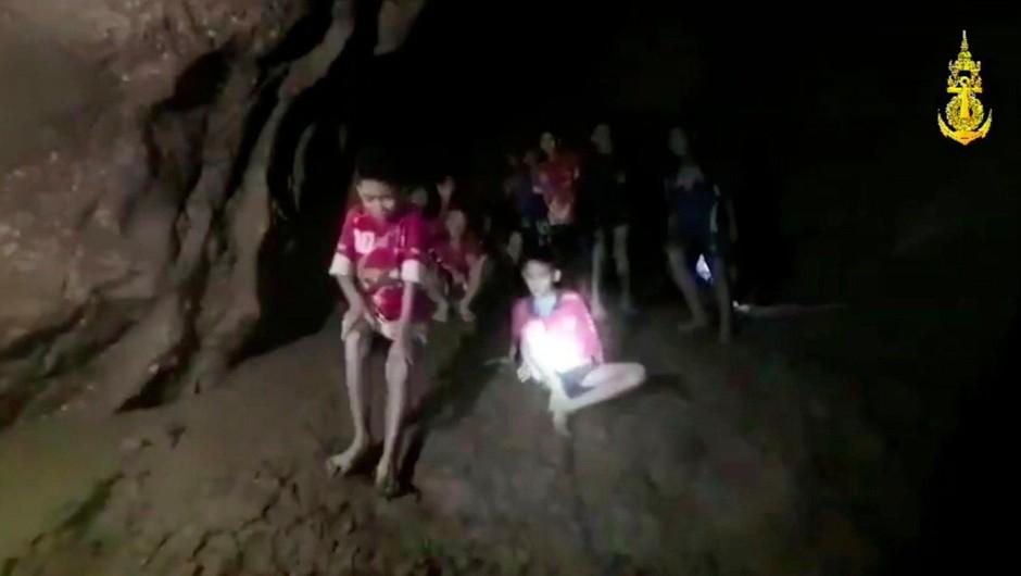 """Reševalna akcija dečkov v tajski jami: """"Učitelj dečkov je junak!"""" (foto: profimedia)"""