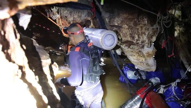 Zahtevno reševanje tajskih dečkov iz poplavljene jame! (foto: profimedia)