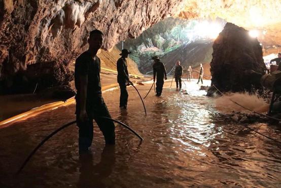 Reševanje tajskih dečkov iz poplavljene jame: 4 dečki rešeni, ostale bodo reševali v ponedeljek!