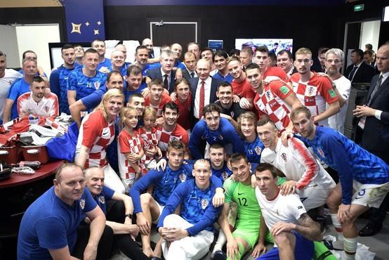 Hrvaški nogometni reprezentanti bodo rešene tajske dečke obdarili z dresi