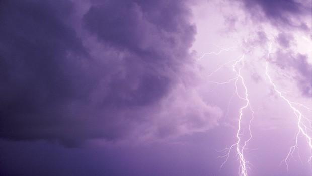 Slabe novice vremenoslovcev: možna so krajevna neurja, ponekod voda že zaliva objekte (foto: profimedia)