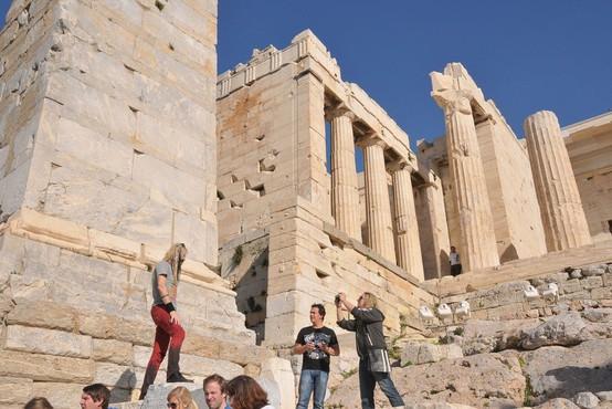 Atensko akropolo zaradi vročine predčasno zaprli za oglede