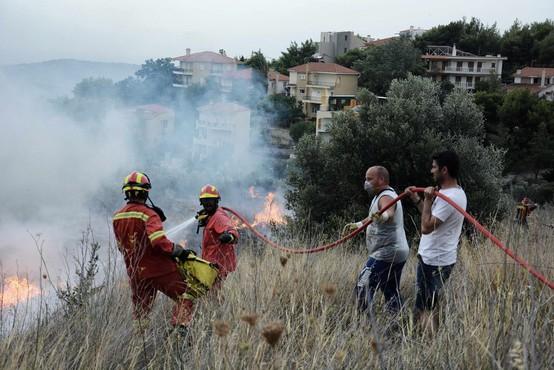 Požari v okolici Aten posledica pretrgane električne napeljave