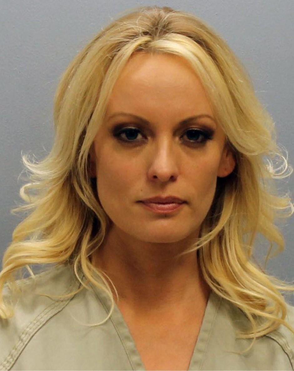 Stormy Daniels je bila tarča skupine policistov, ki so jo vzeli na piko! (foto: profimedia)