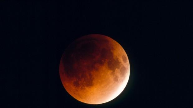 Če imate priložnost, nocoj le opazujte popolni Lunin mrk (foto: Profimedia)