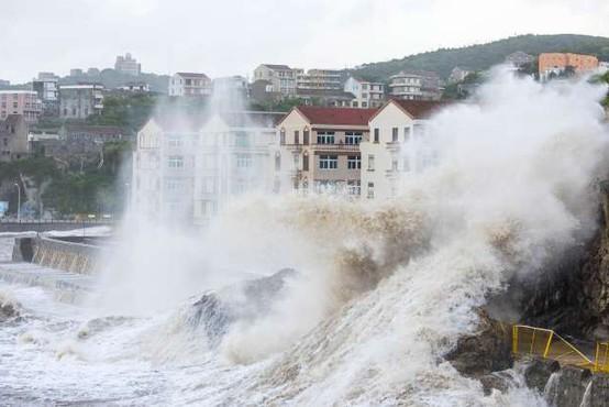 Japonci si še niso opomogli po uničujočih poplavah pa jih je že udaril  tajfun Jongdari