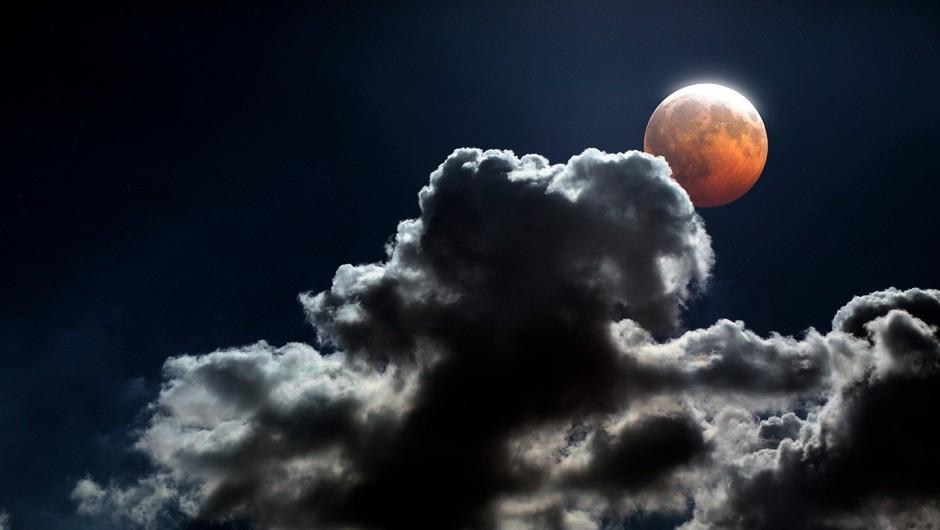 Po vsem svetu so bile oči uprte v nebo k bakreno rdeči Luni (foto: profimedia)