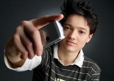 V Franciji z zakonom prepovedali pametne telefone v šolah