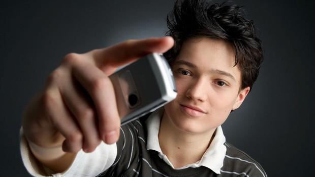 V Franciji z zakonom prepovedali pametne telefone v šolah (foto: profimedia)