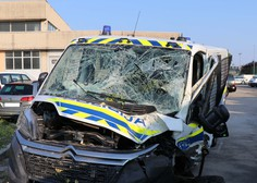 """""""Filmski"""" lov na Koprskem: Z ukradenim avtom v policijsko vozilo!"""