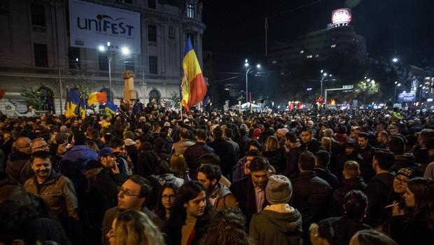 Policija neusmiljena do protestnikov v Bukarešti, več kot 450 poškodovanih (foto: profimedia)