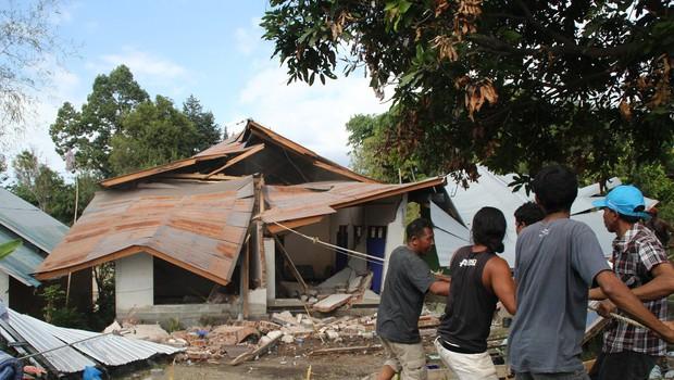 Sveže številke: potres na indonezijskem otoku Lombok je terjal več kot 400 življenj (foto: profimedia)