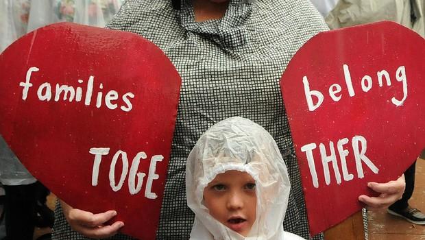 V oskrbi ameriške vlade je še 565 otrok, ki so jih ločili od ilegalnih migrantov (foto: profimedia)