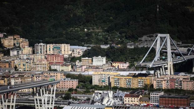 Zrušeni avtocestni viadukt v Genovi je uradno terjal 43 življenj (foto: profimedia)