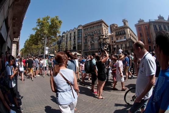 V Barceloni ob poskusu napada na policijsko postajo ubit moški