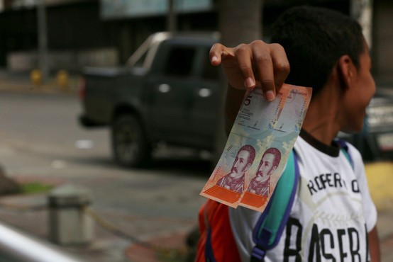 V Venezueli nad hiperinflacijo z novimi bankovci in ponovnim dvigom minimalne plače