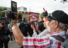 Na vzhodu Nemčije v spopadih med skrajnimi desničarji in levičarji več ranjenih