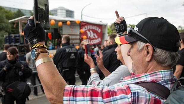 Na vzhodu Nemčije v spopadih med skrajnimi desničarji in levičarji več ranjenih (foto: profimedia)