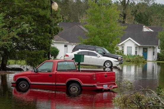 Severno Karolino po orkanu preplavila tropska depresija Florence