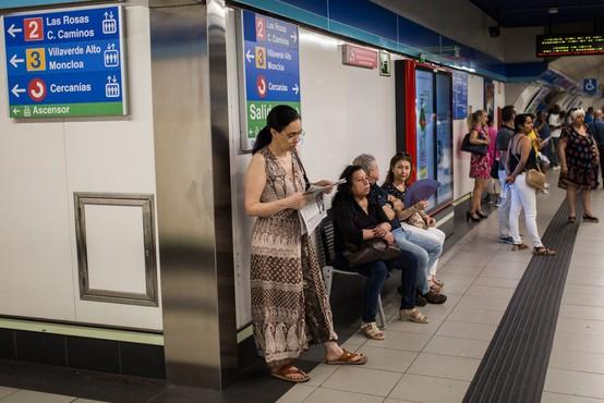 Na madridski podzemni železnici ženski v torbici eksplodiral prenosni računalnik