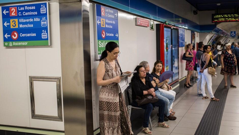 Na madridski podzemni železnici ženski v torbici eksplodiral prenosni računalnik (foto: Profimedia)