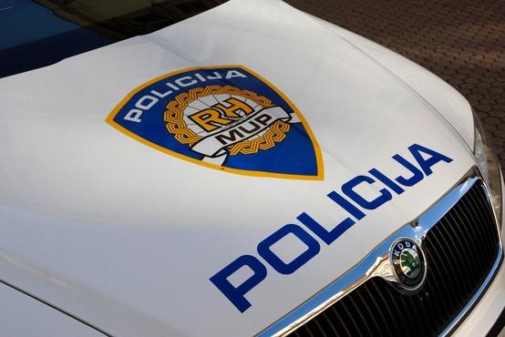 V gneči na cestah in pokopališčih ne pozabite na varnost, opozarja policija!