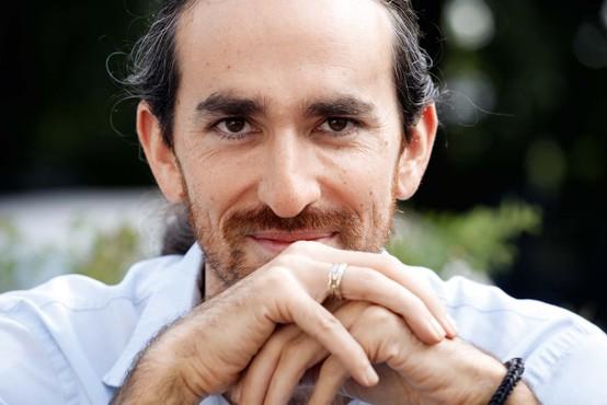 Noah Charney: Mislim, da so Slovenci zadovoljni, niso juhuhu srečni in  ne povsem žalostni