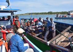 Po dveh dneh so iz potopljenega trajekta na Viktorijenem jezeru rešili inženirja, ki pa je v kritičnem stanju