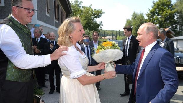 Varovanje na poroki avstrijske zunanje ministrice je stalo skoraj 223.000 evrov (foto: Profimedia)