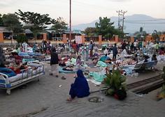 Otok Sulavezi sta stresla dva potresa, sledil je cunami s trimetrskimi valovi