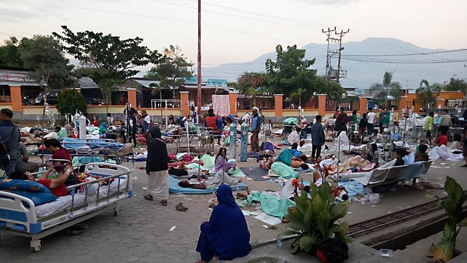 Otok Sulavezi sta stresla dva potresa, sledil je cunami s trimetrskimi valovi (foto: profimedia)