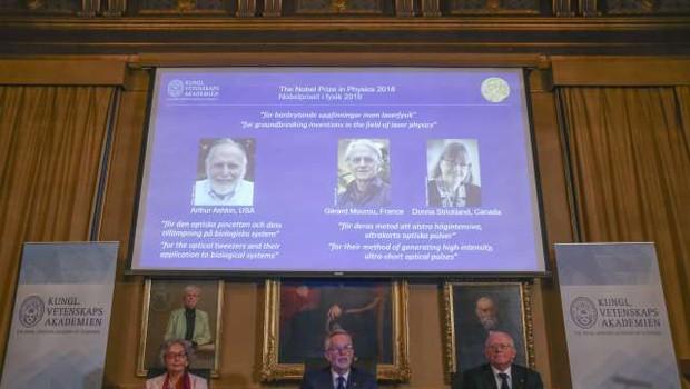 Nobelova nagrada za fiziko je namenjena odkritjem na področju laserske fizike (foto: Xinhua/STA)