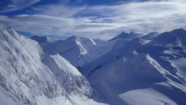 Snežni vihar razdejal bazni tabor ob vznožju nepalske gore Gurja Himal in ugasnil devet življenj (foto: profimedia)