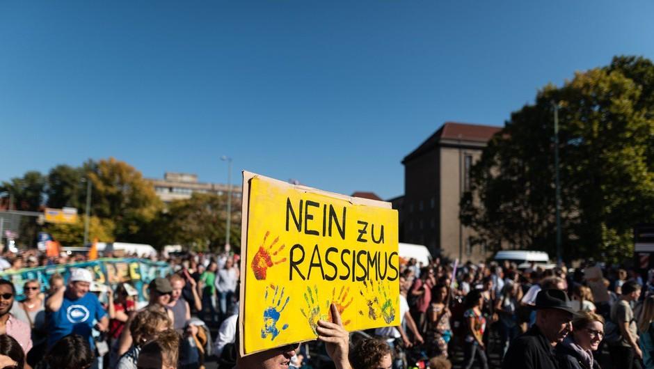 Po številnih evropskih mestih je na tisoče ljudi  protestiralo proti nacizmu in delitvi (foto: profimedia)