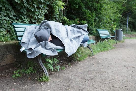 Madžarska z današnjim dnem prepoveduje brezdomstvo
