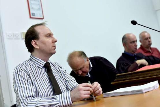 Tožilstvo razvpitemu zdravniku Radanu po novem očita uboje