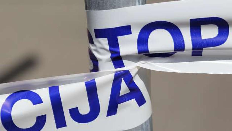Pošiljka z belim prahom prispela v vložišče državnega organa (foto: Danijel Novaković/STA)