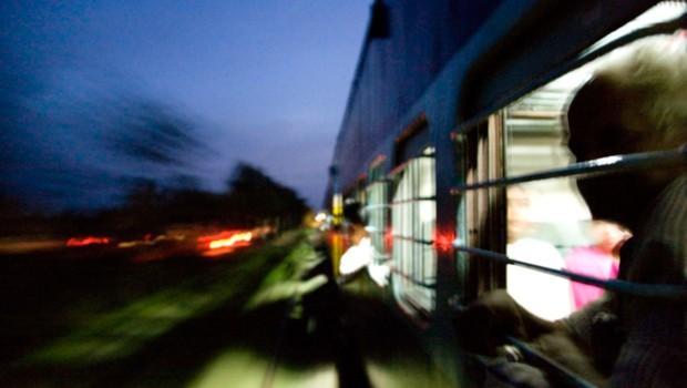 Vlak zapeljal skozi množico vernikov, okrog 60 mrtvih in 200 ranjenih (foto: profimedia)