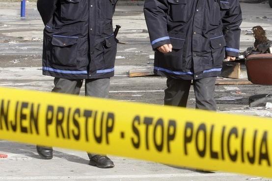 Neznanci vrgli pirotehniko v otroški voziček, zanetili požar in povzročili za 10.000 evrov škode!