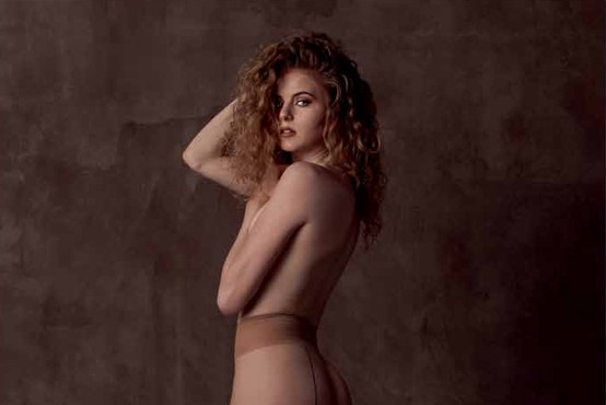 Finalistka lepotnega tekmovanja Miss Earth 2018 Nika Kar