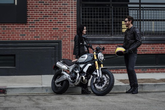Ducati - stroj za uživanje tudi v dvoje