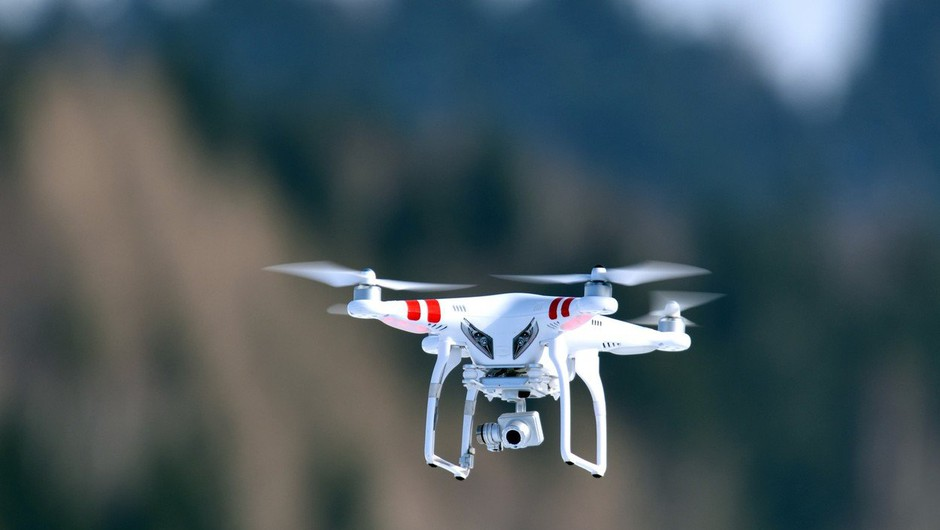 Na Otoku razkrinkali tolpo, ki je tihotapila drogo v zapor z droni (foto: profimedia)