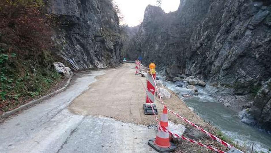 Na željo prebivalcev bo cesta do Jelendola odprta prej (foto: STA/Maja Cerkovnik)