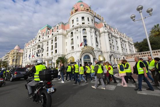 V protestih proti visokim cenam goriva v Franciji ena smrtna žrtev in 47 ranjenih