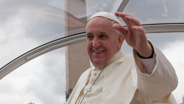 Papež Frančišek: Zaradi ropota nekaj bogatih se ne sliši krika revnih (foto: profimedia)