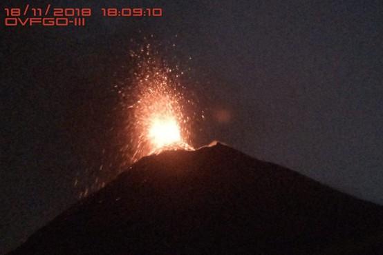V Gvatemali rdeče opozorilo ob ponovnem izbruhu ognjenika Fuego