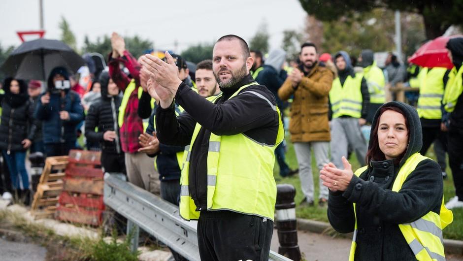 Protesti rumenih brezrokavnikov so se iz Francije razširili še v Belgijo (foto: profimedia)